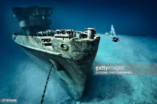 scuba diver exploring ship wreck - ship wreck stock pictures, royalty-free photos & images