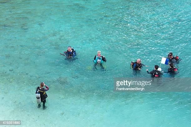 スキューバダイビングクラス - オランダ領リーワード諸島 ストックフォトと画像