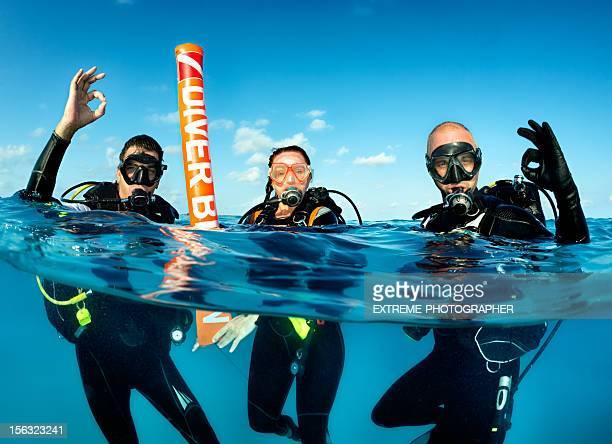 scuba diving team - scuba diving stock pictures, royalty-free photos & images