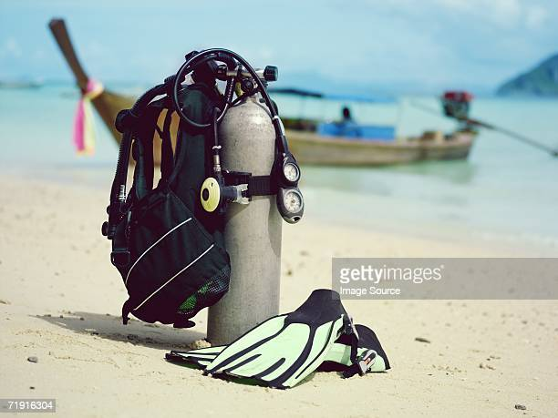 scuba tank and flippers - aqualung diving equipment stock pictures, royalty-free photos & images