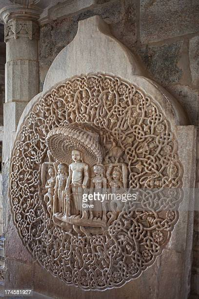 sculpted stele  in adinath temple , ranakpur, indi - ranakpur temple stock photos and pictures