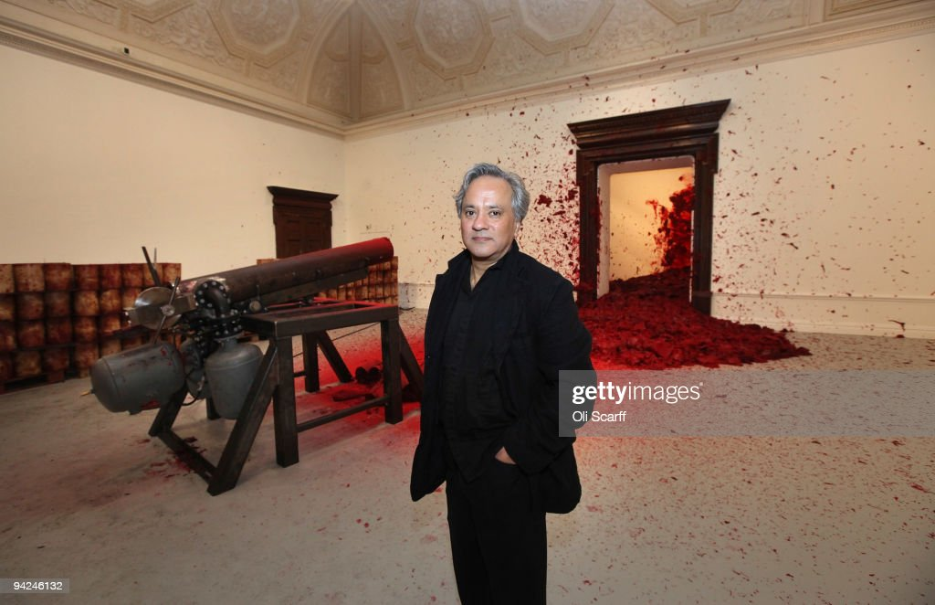 Last Few Days For Anish kapoor's Hugely Successful Shooting Into The Corner