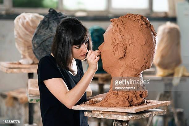 bildhauer der arbeit - kunstskulptur stock-fotos und bilder