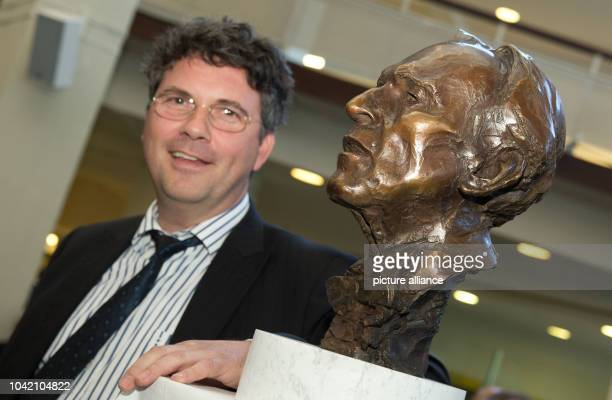 Sculptor Bertrand Freiesleben unveils a bust of the former chief conductor Claudio Abbado at the Philharmonie in Berlin Germany 11 October 2015...