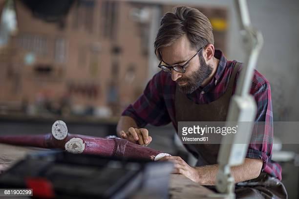 sculptor working in studio - 彫刻家 ストックフォトと画像