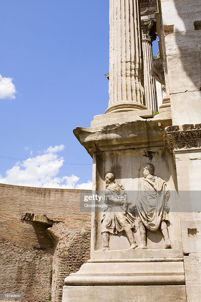 Sculpture carved on a wall, Rome, Italy : Foto de stock