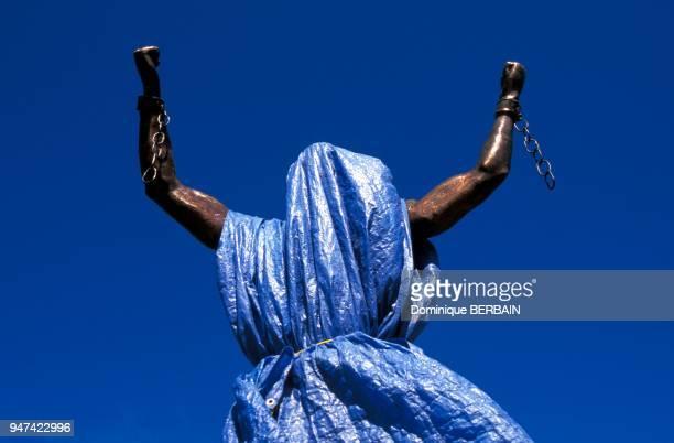 Sculpture commemorative symbolisant l'abolition de l'esclavage