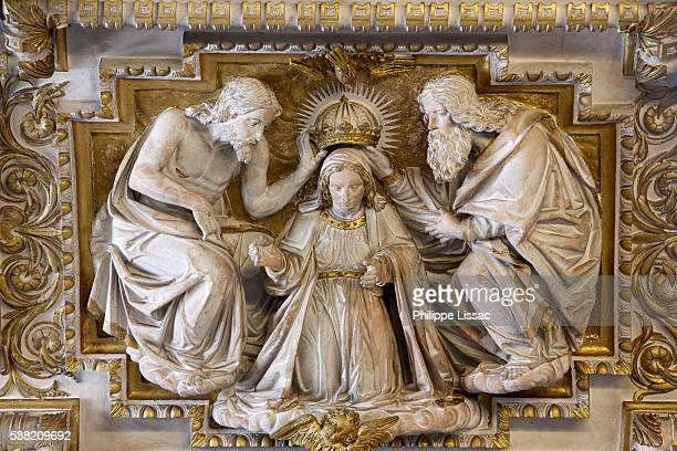 sculpture depicting the virgin mary's coronation by jesus and god in the mosque–cathedral of córdoba, also called the mezquita - catholicism stock pictures, royalty-free photos & images