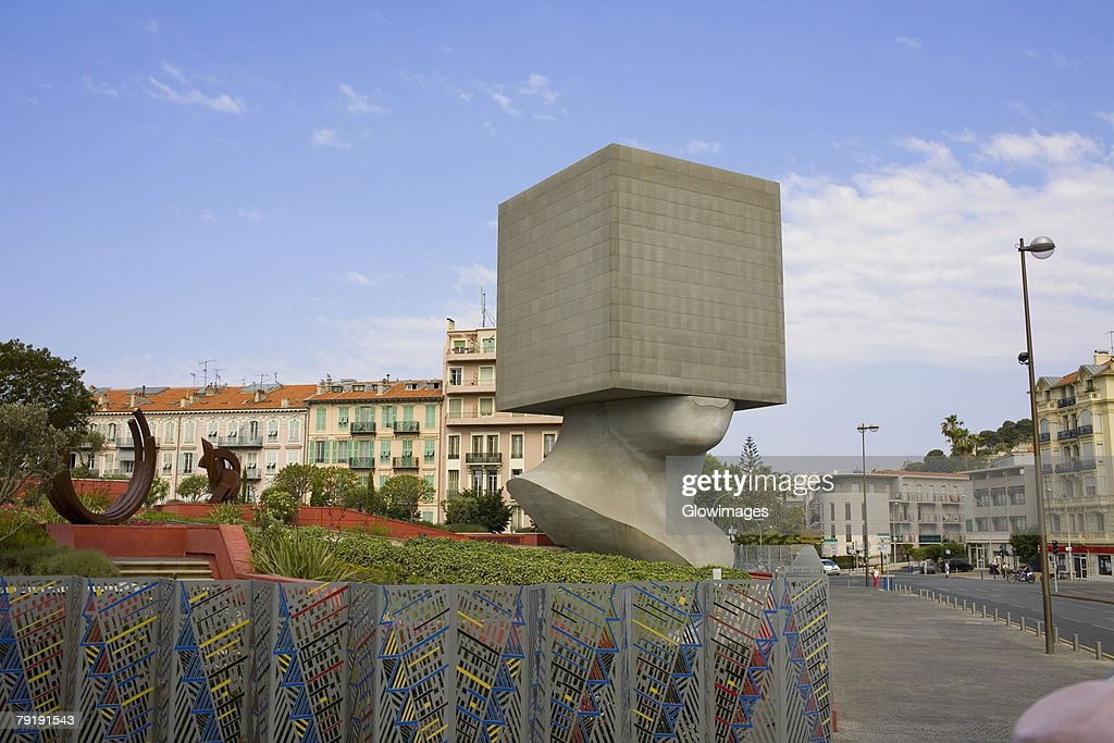Sculpture in a park, Acropolis Conference Center, Nice, France : Foto de stock