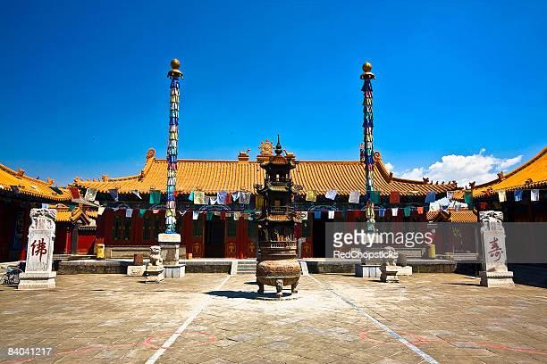 sculpture in front of a temple, da zhao temple, hohhot, inner mongolia, china - hohhot fotografías e imágenes de stock