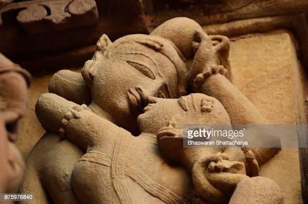 sculpture in khajuraho, chhatarpur, madhya pradesh, india - khajuraho stock pictures, royalty-free photos & images