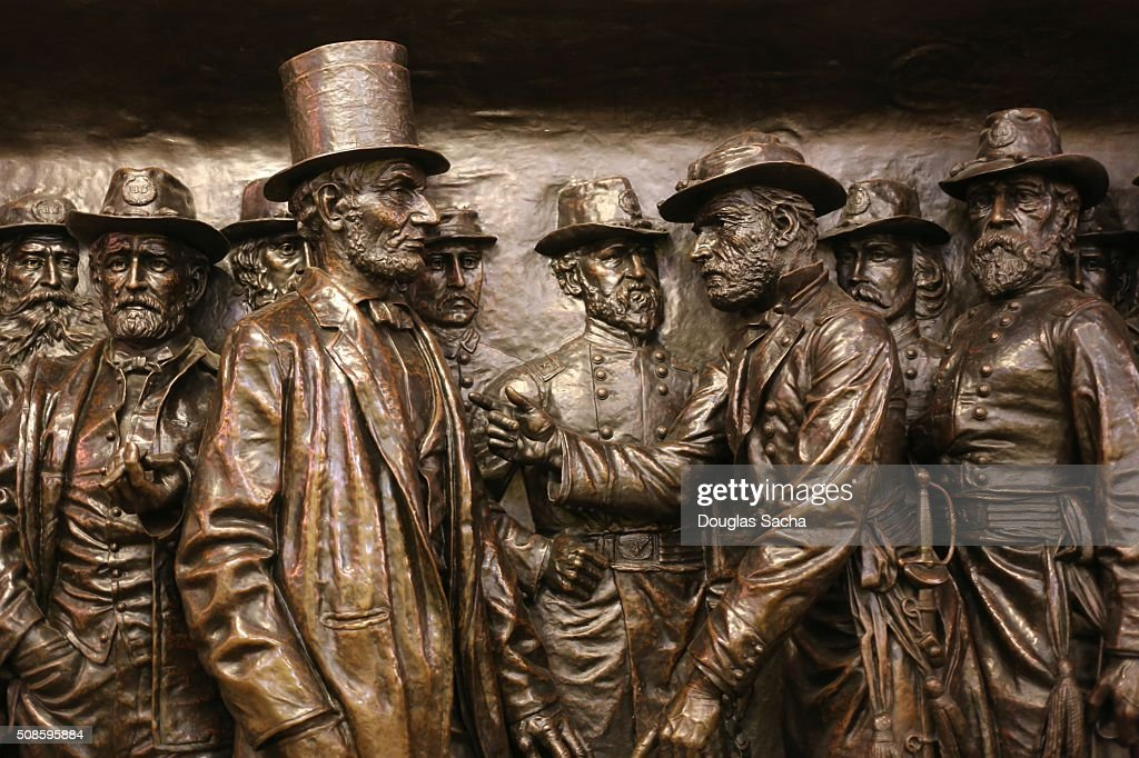 Sculpture of Abraham Lincoln and his Civil War Commanders at the soldiers and sailors public monument in Cleveland, Ohio, USA : Stock Photo