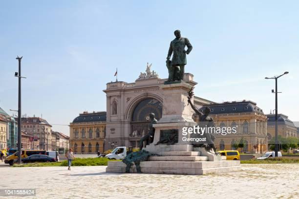 sculpture of gábor baross in budapest - gwengoat foto e immagini stock