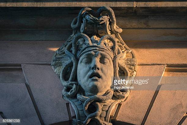 sculpture of head at historical building - medusa stock pictures, royalty-free photos & images