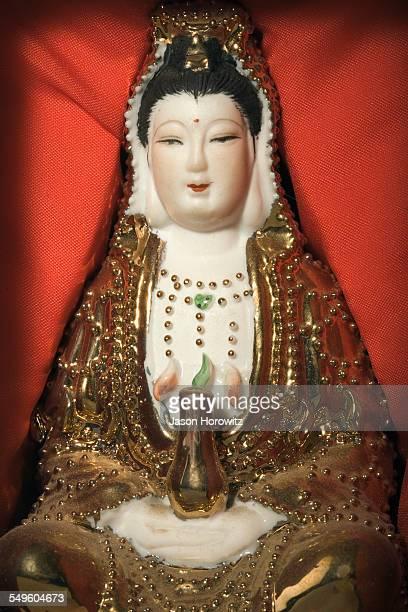 sculpture of quan yin - guanyin bodhisattva foto e immagini stock