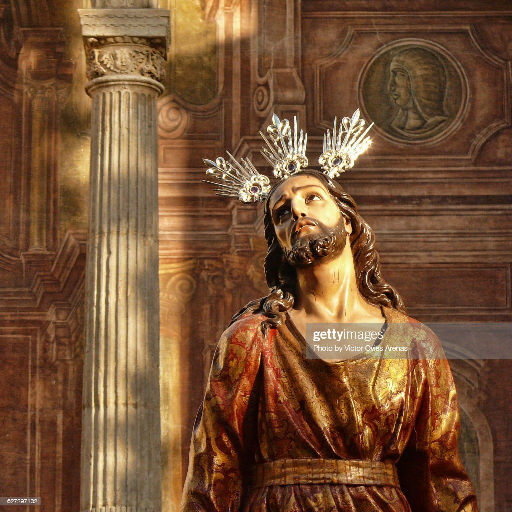 Sculpture of the Passion of Jesus and frescoes of the outer facade of the church of Santo Domingo in the Realejo neighbourhood, Granada, Andalusia, Spain : Foto de stock