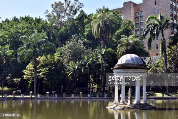 a sculpture on the lake - belo horizonte stock pictures, royalty-free photos & images