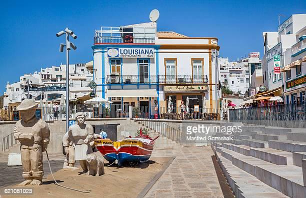 sculptures at praia dos pescadores - albufeira stock pictures, royalty-free photos & images