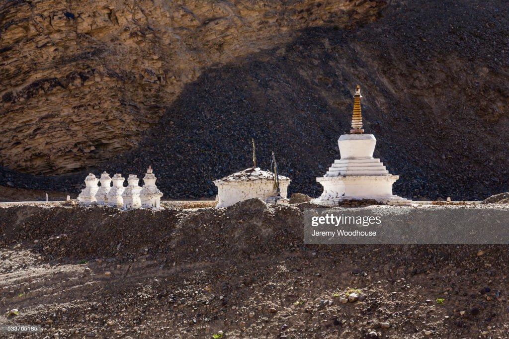 Sculptures in remote mountain landscape : Foto stock