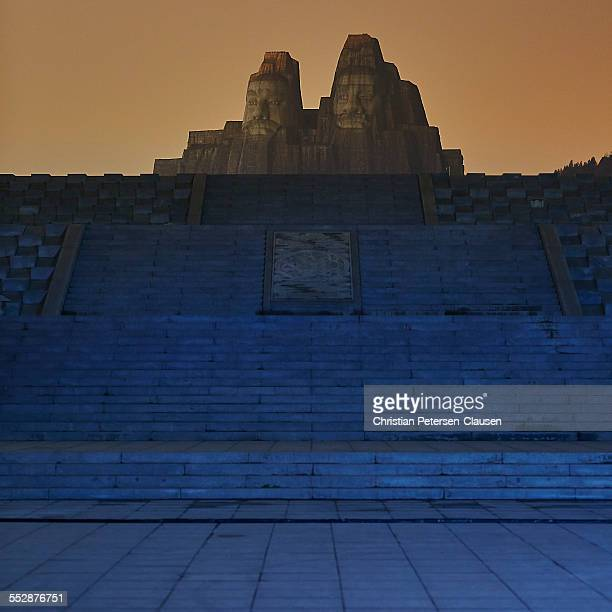 sculptures of emperors yan and huang - henan province stock pictures, royalty-free photos & images
