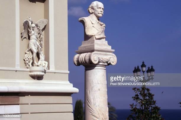 Scultpure et buste de l'Opéra le 15 septembre 1996 à Monaco