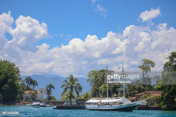 scuna in ilha grande, brasil - radicella stock pictures, royalty-free photos & images