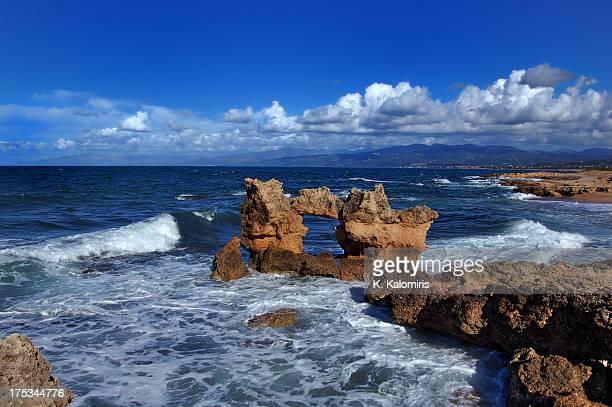 sea and rocks, kyparissia - messenia fotografías e imágenes de stock