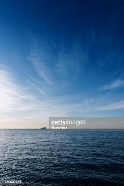 sea and wave - 縦位置 ストックフォトと画像