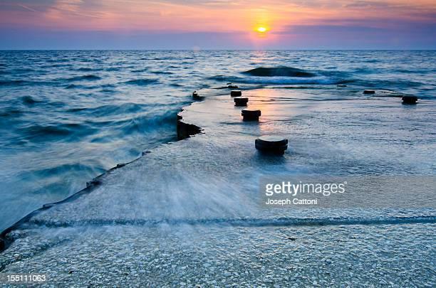 sea at sunset - ペンシルベニア州 エリー市 ストックフォトと画像