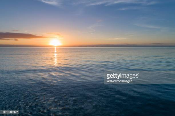 sea at sunset - horizon over water stock pictures, royalty-free photos & images