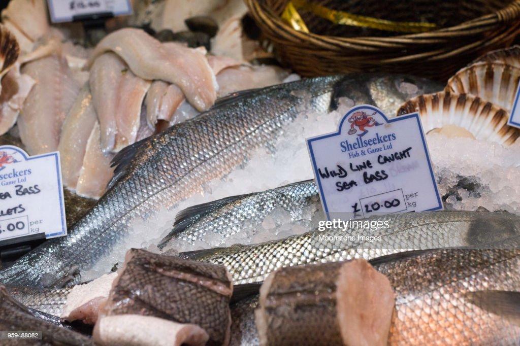 Wolfsbarsch in Borough Market, London : Stock-Foto