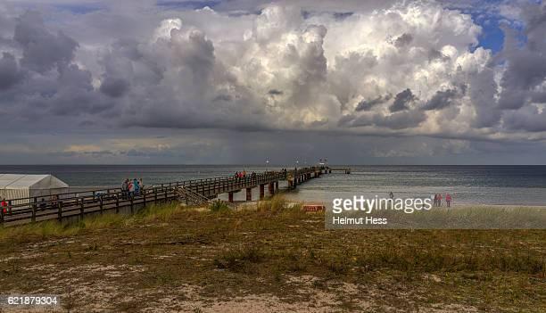 sea bridge prerow - fischland darss zingst photos et images de collection