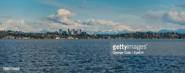 sea by cityscape against sky - bellevue skyline stock pictures, royalty-free photos & images
