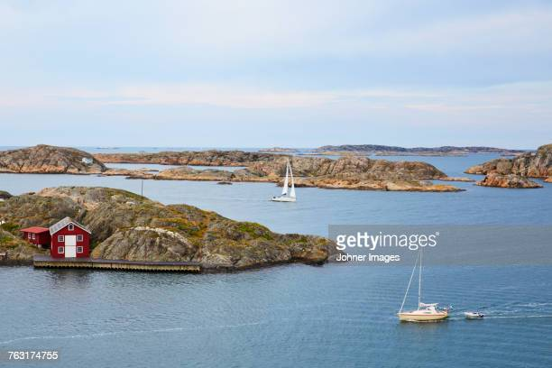 sea coastline and boats - schweden stock-fotos und bilder