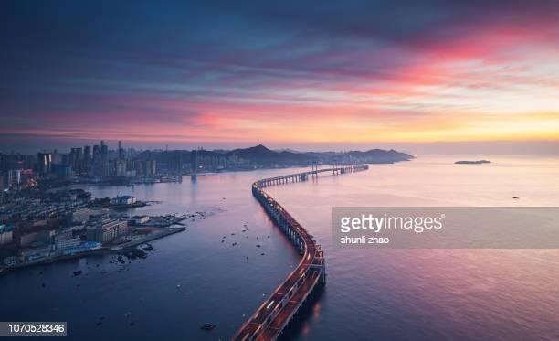 sea crossing bridge - paisagem urbana - fotografias e filmes do acervo