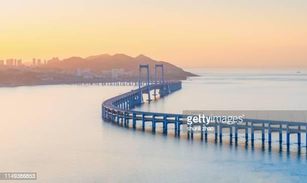 Sea crossing bridge