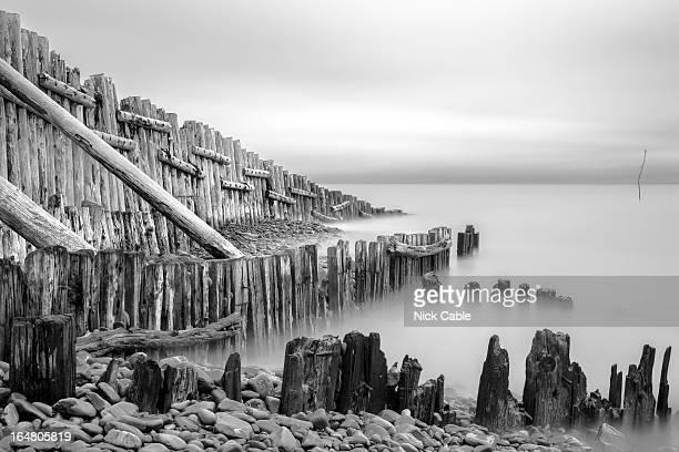 sea defences at porlock weir, somerset, uk - ポーロック ストックフォトと画像