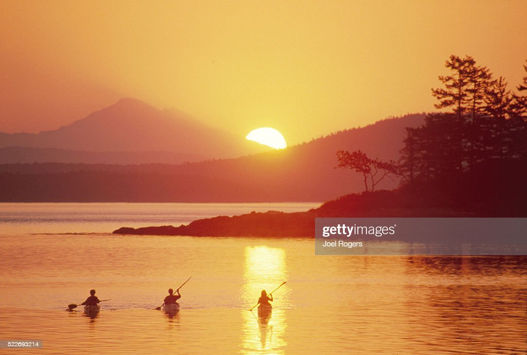Sea kayakers, San Juan Islands, Mount Baker, Washington State : Stock Photo