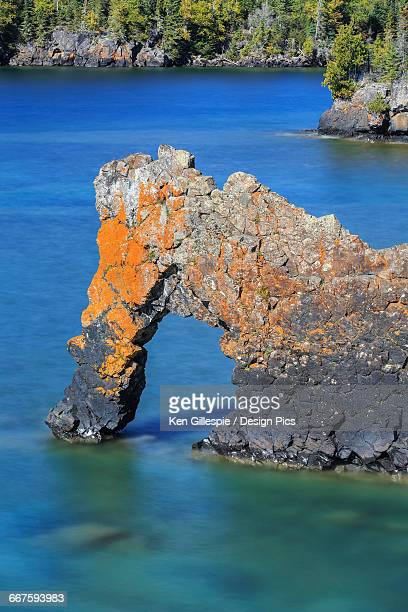 sea lion, an arch on the north shore of lake superior, sleeping giant provincial park - lake superior provincial park stock pictures, royalty-free photos & images