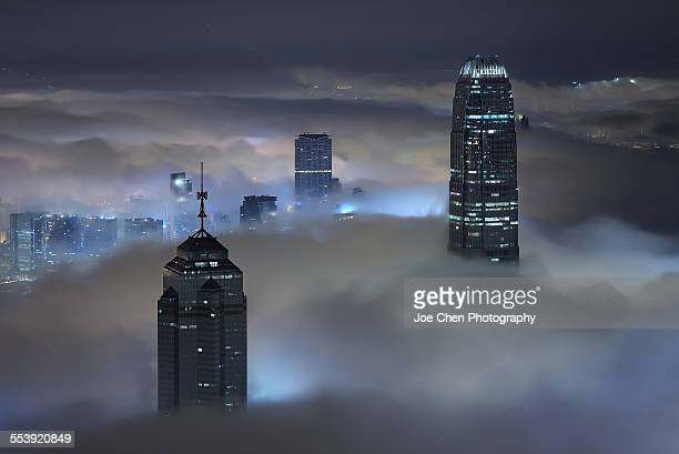 sea of cloud in victoria harbour - two international finance center stock pictures, royalty-free photos & images