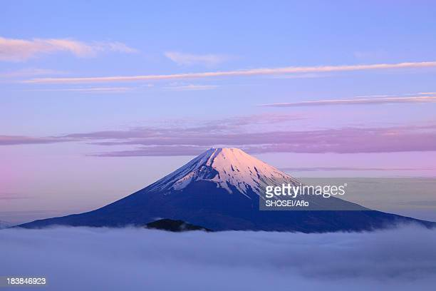Sea of ??clouds and morning glow at Mount Fuji