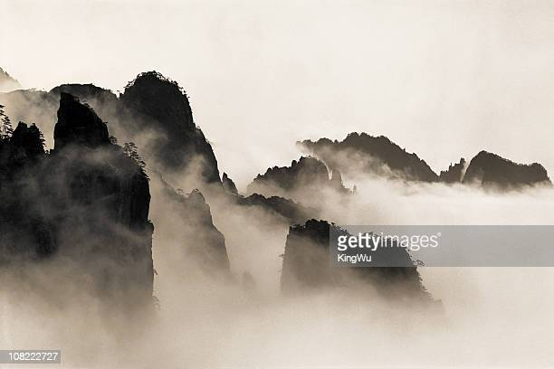 sea of clouds - lotus flower peak stock pictures, royalty-free photos & images