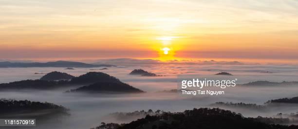 sea of fog on the mountain - panorama image - hochplateau stock-fotos und bilder