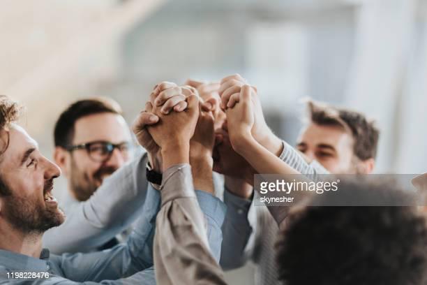 mar de mãos em unidade! - trabalho de equipe - fotografias e filmes do acervo