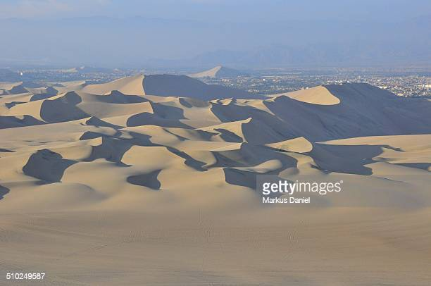 "sea of sand dunes in the desert near huacachina - ""markus daniel"" stock pictures, royalty-free photos & images"