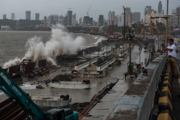IND: High Tide Hits Mumbai's Marine Drive