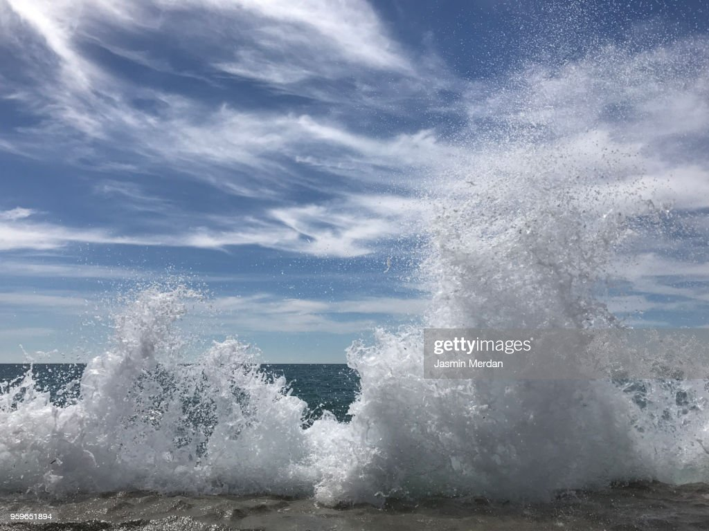 Sea waves hitting beach : Stock-Foto