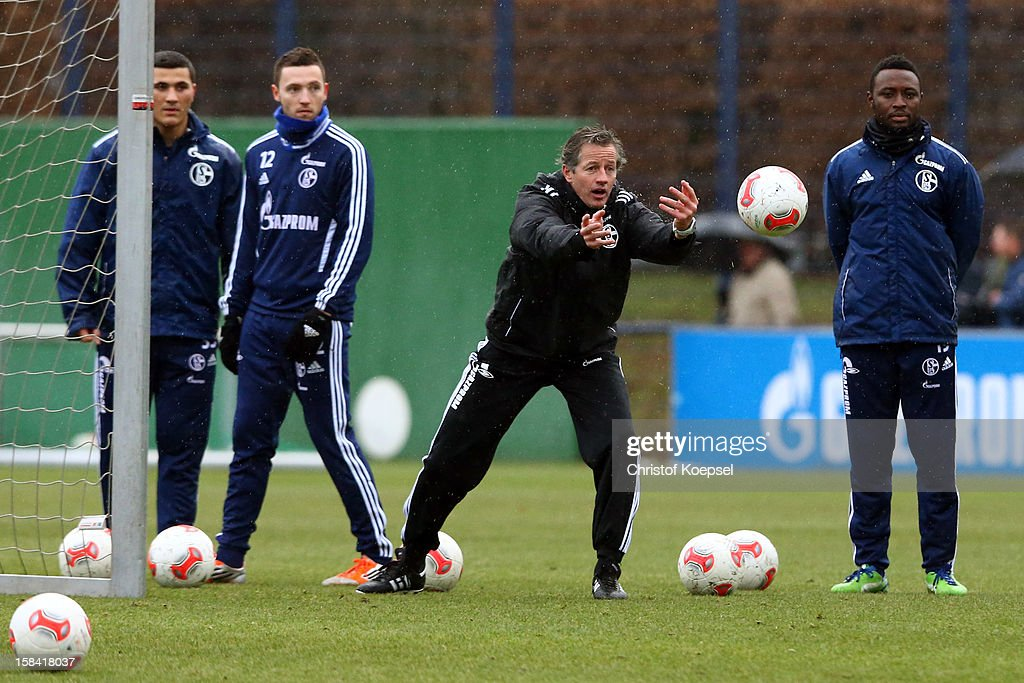 FC Schalke 04 - Press Conference And Training Session