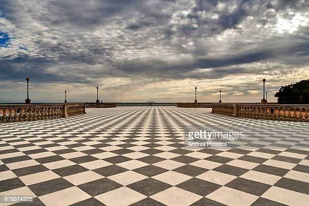 seafront terrazza mascagni in livorno, italy - prospettiva lineare foto e immagini stock