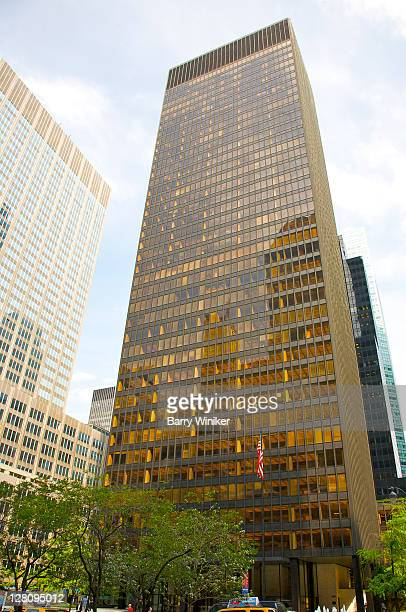 seagram building, midtown east, new york, new york - 1956 stock-fotos und bilder